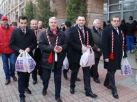 PSD-iștii au ieșit în stradă: Adrian Țuțuianu și Cristian Stan au oferit mărțișoare în Târgoviște (GALERIE FOTO)