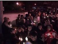 VIDEO: Sute de credincioși au primit Lumina Învierii la biserica din Titu – Gară