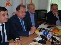 """De la Dâmbovița, Vasile Blaga atacă dur PMP-ul lui Băsescu: """"Partid născut din trădări, din traseiști… O nouă doamna Udrea. Poate tocuri noi, că-n rest…"""""""