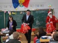 Primăria Titu – cadouri pentru preșcolarii și elevii din ciclul primar