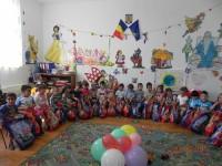 Doamnele din OFSD Dâmbovița i-au bucurat cu daruri pe copiii Grădiniței Raciu!