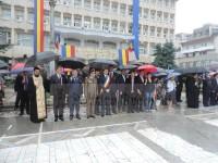 FOTO: Ziua Drapelului, sărbătorită la Târgoviște într-o ploaie torențială!