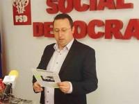 Pucioasa: Constantin Ana îi arată primarului Bădău fluturașul electoral din 2008 >> Nu mai suport ipocrizia lui!