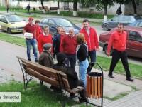 """Adrian Țuțuianu și Vlad Oprea, campanie """"om cu om"""" pe străzile din Titu!"""