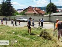 Continuă acțiunile comune la Pucioasa: Autorități și simpli locuitori ai orașului – curățenie în zona Stadionului!