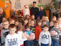Parteneriat Biserică – Școală: Daruri pentru copiii Grădiniței nr. 1 Moreni!