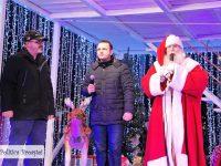 TÂRGOVIȘTE ÎN SĂRBĂTOARE! Moș Crăciun a sosit în Orășelul Copiilor din centrul municipiului! (foto)