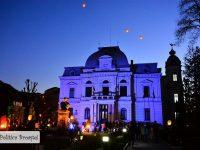 FOTO: Clădirea Primăriei Târgoviște, iluminată în albastru! Mesaj pentru conștientizarea autismului