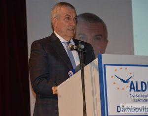 """Tăriceanu, la Târgoviște: Ce partid liberal e PNL, cântărețul Sistemului, cu lozinca """"Toată lumea la pușcărie""""?!"""