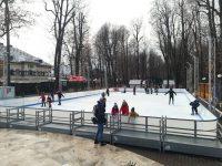 Bucurie pe gheață: Cel mai mare patinoar din județ s-a deschis la Pucioasa! (foto)
