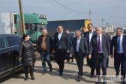 Victor Ponta, întâlnire cu legumicultori din Băleni – Dâmbovița. Primarul liberal, gazdă prietenoasă