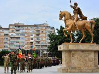 """FOTO: Ziua imnului național, sărbătorită în Piața """"Mihai Viteazul"""" din Târgoviște"""