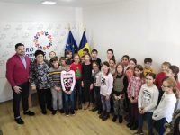 Colinde și daruri la sediul PRO ROMÂNIA din Moreni