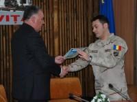 MODELE de urmat: Prefectul Ioan Marinescu i-a acordat o diplomă de excelență eroului întors din Afganistan!