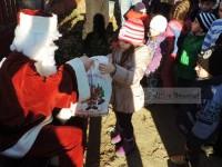 Moș Crăciun a ajuns și în cartierele municipiului Târgoviște!
