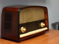 Târgoviște, 1 noiembrie: Expoziție impresionantă de aparate radio, patefoane, casetofoane, magnetofoane