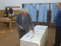 ZIUA ALEGERILOR: Senatorul Adrian Țuțuianu a votat în municipiul Târgoviște (declarații)