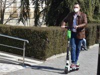 Începând de astăzi, trotinete electrice și pe străzile din Târgoviște / detalii despre aplicație, închiriere, tarif