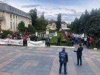 FOTO: Protest al salariaților DAS Târgoviște în fața Primăriei pentru neacordarea unor sporuri / declarații