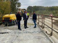 Corbii Mari: S-au reluat lucrările la podul de la Ungureni, peste râul Argeș (foto)